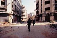 破壊された市街地を警備する兵士達 ベイルート 1982年