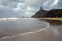 奇岩が見えるビーチ 02265038028| 写真素材・ストックフォト・画像・イラスト素材|アマナイメージズ