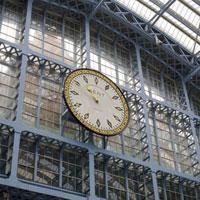 ユーロスターが発着するセントパンクラス駅の時計