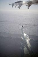 氷の海を進む砕氷船