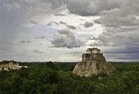 森の中のマヤ遺跡