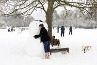 雪だるまを作って記念撮影