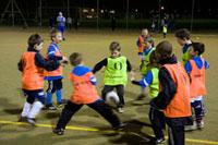 サッカースクールの少年たち 02265039587| 写真素材・ストックフォト・画像・イラスト素材|アマナイメージズ