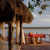タンザニアの夕日を望むテラス