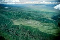 渓谷と山々