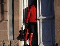 赤い服の女性