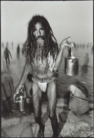クンブ・メラ祭に参加する男性 02265040465| 写真素材・ストックフォト・画像・イラスト素材|アマナイメージズ