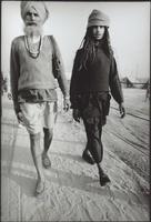 クンブ・メラ祭に参加する二人の男性