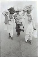 クンブ・メラ祭。三人の男性