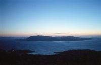 サルディーニャ島から望む島