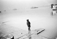 海と少女 02265040741| 写真素材・ストックフォト・画像・イラスト素材|アマナイメージズ
