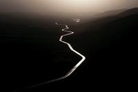 日に反射する川面