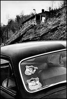 車に貼られたジョン・F・ケネディのスティッカー