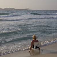 海と女性 02265040856| 写真素材・ストックフォト・画像・イラスト素材|アマナイメージズ