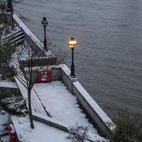 雪の河岸 02265040882| 写真素材・ストックフォト・画像・イラスト素材|アマナイメージズ