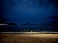 夜の海岸 02265041059| 写真素材・ストックフォト・画像・イラスト素材|アマナイメージズ