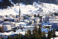 雪に覆われたダボスの街