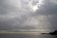 陽が射す海