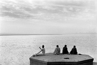 ガンジス川と祈りを捧げる人々