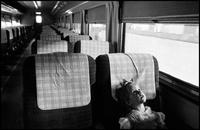 電車の中の少女