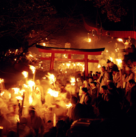 JAPAN. Shingu-Koza-Kamikura bonfire festival, 2000 men run down a mountain with flaming torches and dresses in white, in a celeb
