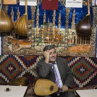 Turkey. Bursa. 2014. Musicians in cafe. 02265047248| 写真素材・ストックフォト・画像・イラスト素材|アマナイメージズ