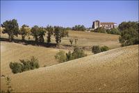 France. Gers. Near Condom and St Clar. Farmland and church. 2016 02265047411| 写真素材・ストックフォト・画像・イラスト素材|アマナイメージズ
