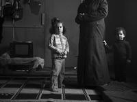 LEBANON. Bekaa Valley. November, 2013. Syrian refugees at a makeshift refugee camp in. 02265047541| 写真素材・ストックフォト・画像・イラスト素材|アマナイメージズ