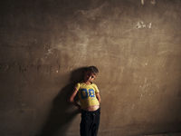 LEBANON. Bekaa Valley. November, 2013. A Syrian boy inside a temporary home 02265047542| 写真素材・ストックフォト・画像・イラスト素材|アマナイメージズ