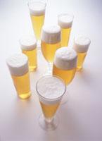 泡立つビールの多種・グラス 02266001515| 写真素材・ストックフォト・画像・イラスト素材|アマナイメージズ