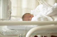 保育器の中の新生児 02266008574| 写真素材・ストックフォト・画像・イラスト素材|アマナイメージズ