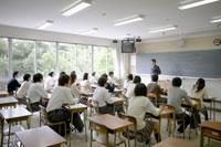 男子教師の授業風景