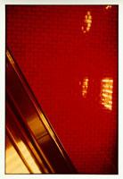 エスカレーターとタイル(赤)