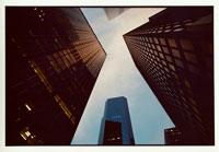 ニューヨークの高層ビルの谷間 9月 アメリカ