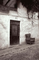 坂道に建つ建物 B/W アルバイシン スペイン