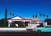 車道に停まるエメラルド色の車 02290000169| 写真素材・ストックフォト・画像・イラスト素材|アマナイメージズ