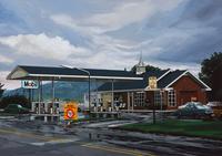 雨上がりのガスステーション 02290000170| 写真素材・ストックフォト・画像・イラスト素材|アマナイメージズ