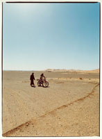 オートバイと2人 メルズーガ モロッコ