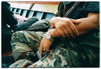 迷彩服を着た軍人 02292000097| 写真素材・ストックフォト・画像・イラスト素材|アマナイメージズ