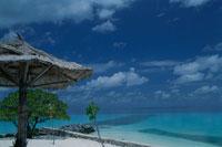 リゾートビーチと青空 ボリフシ島 モルジブ