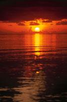 水平線に沈む夕日 ボリフシ島 モルジブ