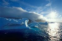 氷山とサンセット 夏 ブランブラフ 南極 02296000876| 写真素材・ストックフォト・画像・イラスト素材|アマナイメージズ