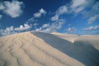 砂丘と空 02296002938| 写真素材・ストックフォト・画像・イラスト素材|アマナイメージズ