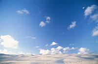 砂丘と空 02296002946| 写真素材・ストックフォト・画像・イラスト素材|アマナイメージズ