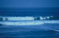 波 02296003123| 写真素材・ストックフォト・画像・イラスト素材|アマナイメージズ