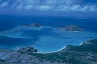 サンゴ礁の海の空撮 02296003153| 写真素材・ストックフォト・画像・イラスト素材|アマナイメージズ