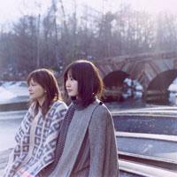 ボートに乗る2人の日本人女性