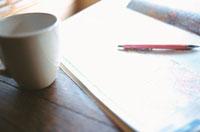 地図とペンとマグカップ 02299000210| 写真素材・ストックフォト・画像・イラスト素材|アマナイメージズ