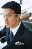 眼鏡の日本人ビジネスマン