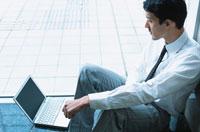 コンピューターと日本人ビジネスマン